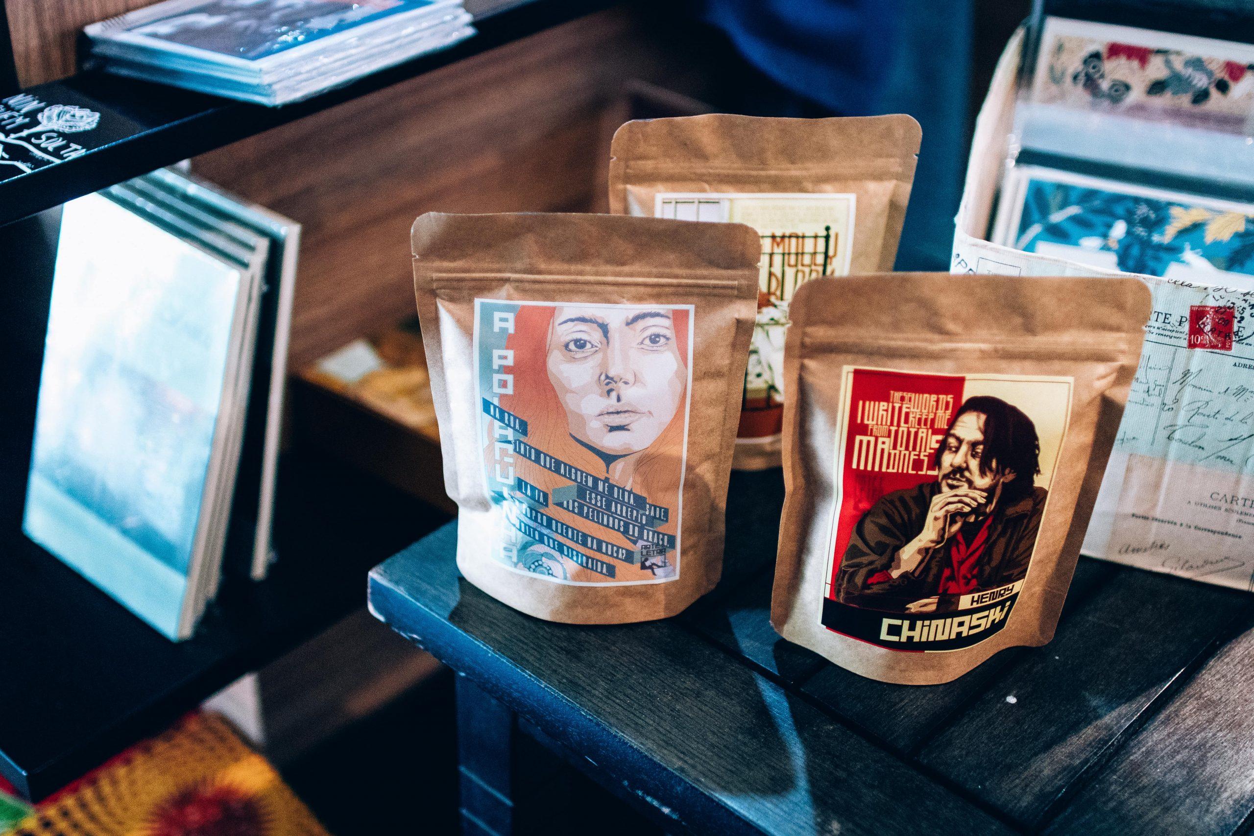 Pacotes de diferentes variedades de café do Moka.