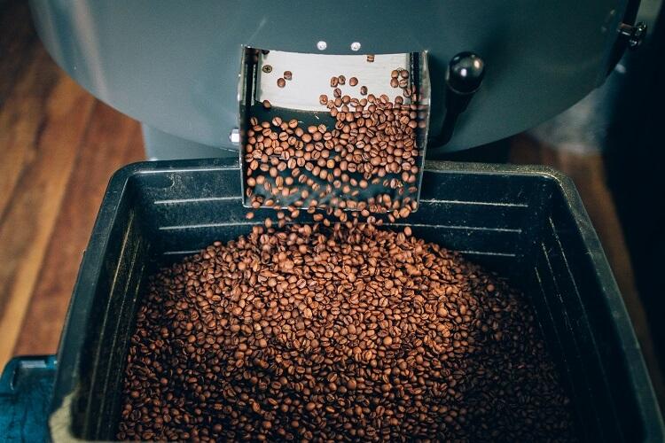 Máquina com grãos de café