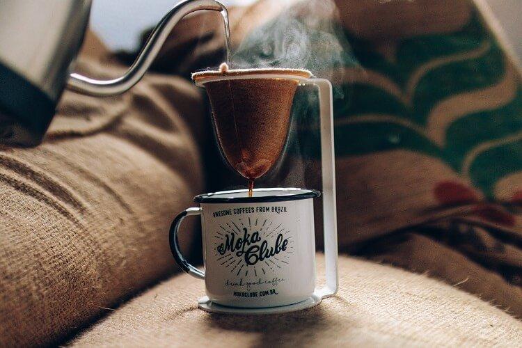 Coador de pano para café: vantagens de usar o equipamento