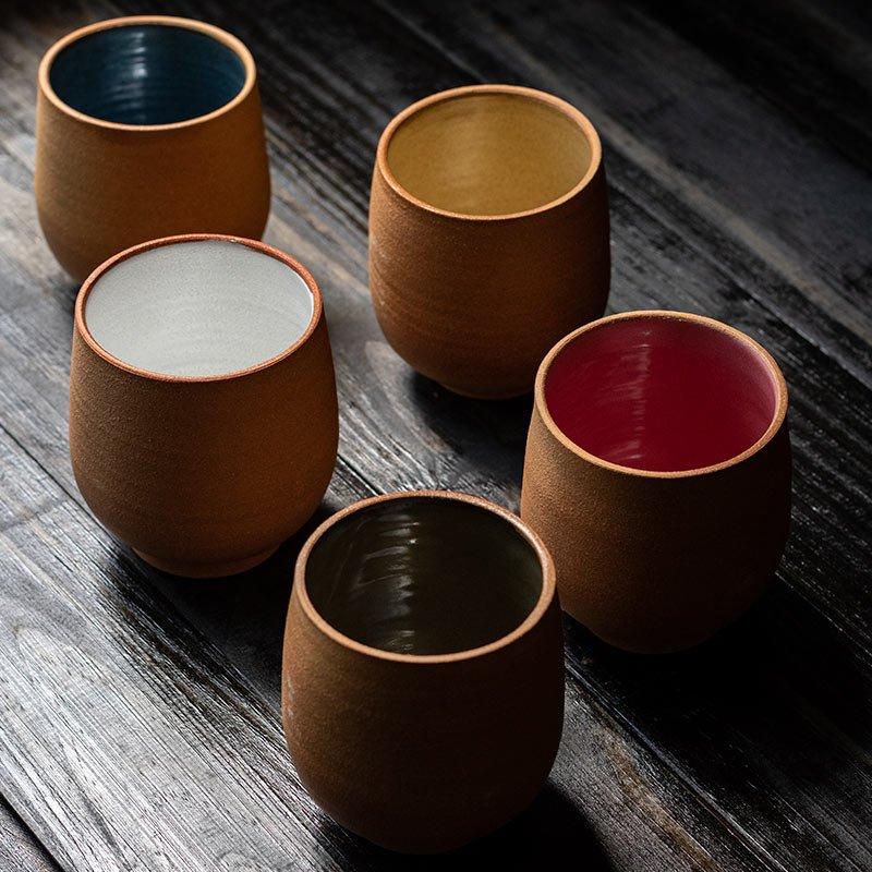 Copo de cerâmica colorido